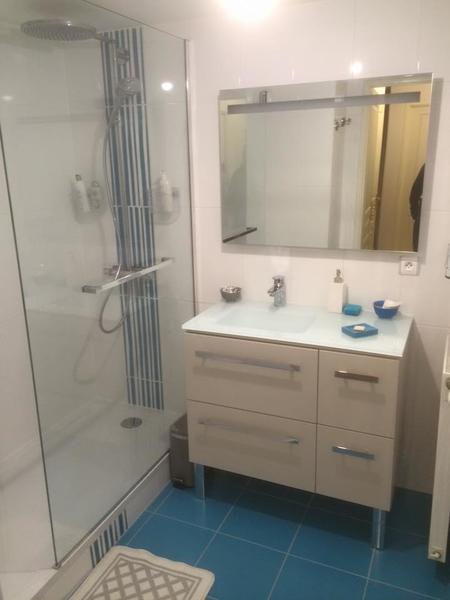 salle de bains izon cr ateur de salle de bains carreleur parquet terrasse. Black Bedroom Furniture Sets. Home Design Ideas